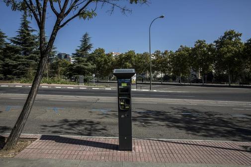 Parquímetro de la zona Ser en una calle de Madrid