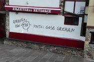 Pintada en el batzoki del municipio vizcaíno de Areatza realizada esta madrugada.