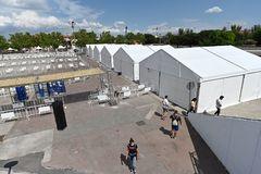 Las carpas donde está previsto que se realice el test de seroprevalencia, en el recinto ferial de Torrejón de Ardoz.