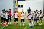 Los jugadores del Valencia, en el entrenamiento de grupo del pasado martes.