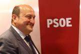 El presidente del PNV Andoni Ortuzar tras reunirse con Sánchez en una reunión en la sede del PSOE en Madrid.