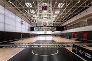 Dos de las pistas principales del complejo de L'Alqueria del Basket.