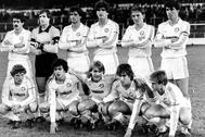 Formación del Castilla, en 1983. De pie, primero por la derecha, Míchel; De rodillas, Butragueño (primero por la izquierda), Sanchís (segundo por la izquierda), Martín Vázquez (cuarto por la izquierda) y Pardeza (quinto por la izquierda). Miembros de la Quinta del Buitre.