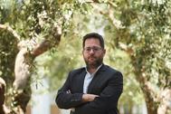 José Ignacio García, en los jardines del Parlamento andaluz.