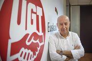 El secretario general de UGT Raúl Arza en la sede del sindicato en Bilbao.