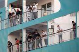 GRAF9654. MÁLAGA..- Llegada de los 693 pasajeros del buque procedente de Tánger, de la compañía Balearia, pasajeros que llevaban dos meses varados en Marruecos por el cierre de fronteras por el lt;HIT gt;coronavirus lt;/HIT gt;, y en el que se encuentra un fallecido por un accidente, desembarca este viernes alrededor de las 21 horas en el puerto de Málaga.