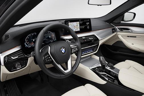 En el interior mejora la ergonomía y presentación de la información.