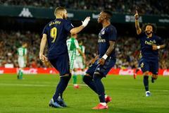 El Real Madrid celebra un gol ante el Betis.
