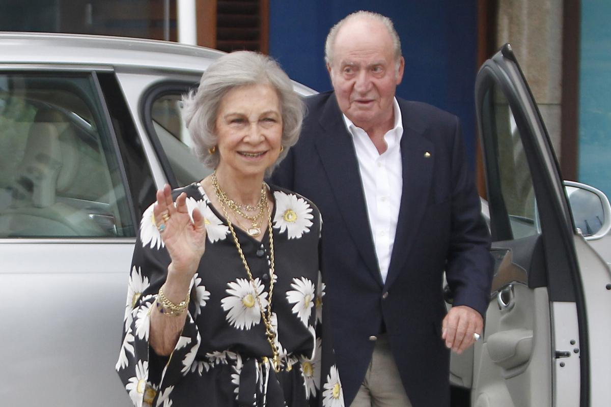 Don Juan Carlos con la Reina Sofía en ls regatas de Sanxenxo en julio del año pasado.