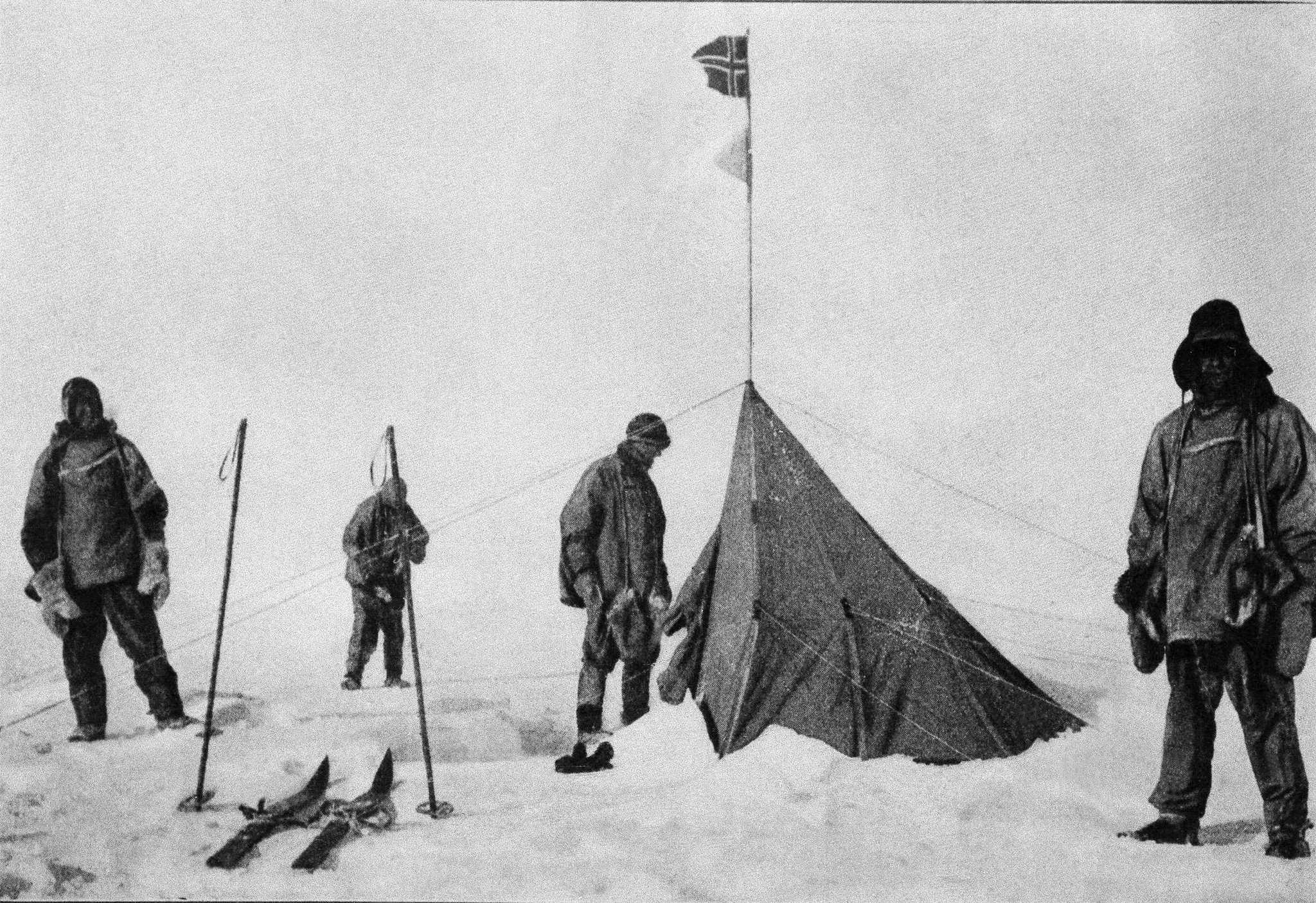 De izquierda a derecha: Robert Falcon Scott, el capitán Lawrence Oates, Edward Adrian Wilson y Edgar Evans, el 18 de enero de 1912.