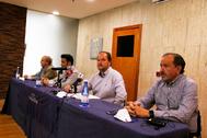 Los responsables de Altur Hosbec, con Alexis de Pablo al frente, ayer, en su comparecencia.