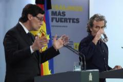 Salvador Illa y Fernando Simón, en la rueda de prensa que ofrecieron este jueves en La Moncloa.