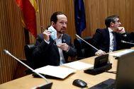 El vicepresidente segundo del Gobierno, Pablo Iglesias, y el presidente de la Comisión para la Reconstrucción Social y Económica, Patxi López, este jueves al inicio de la comparecencia de Iglesias.