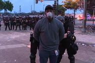 El reportero de la CNN Omar Jimenez, detenido en pleno directo cuando cubría las protestas de Minneapolis.