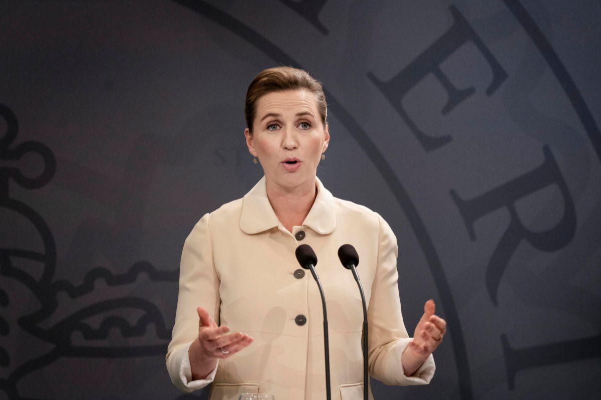 La primera ministra danesa, Mette Frederiksen, en una rueda de prensa OUT