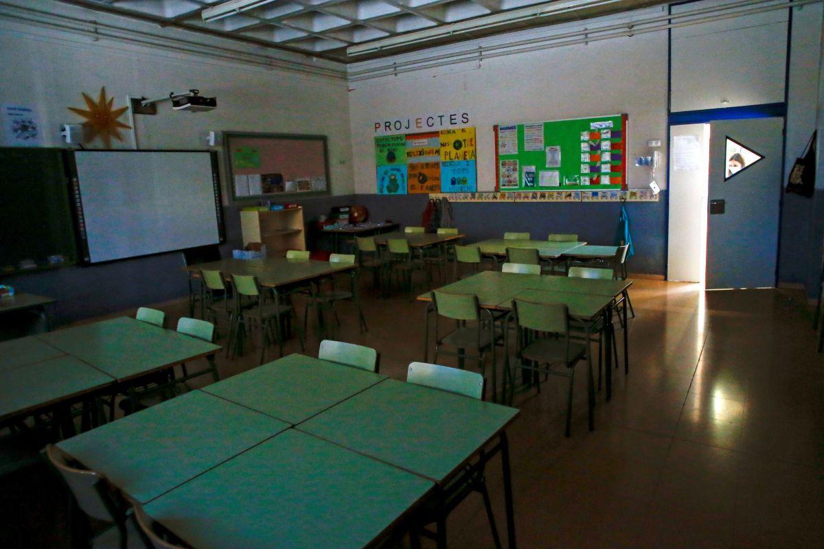 Aula vacía de la Escola l'Estel de Barcelona