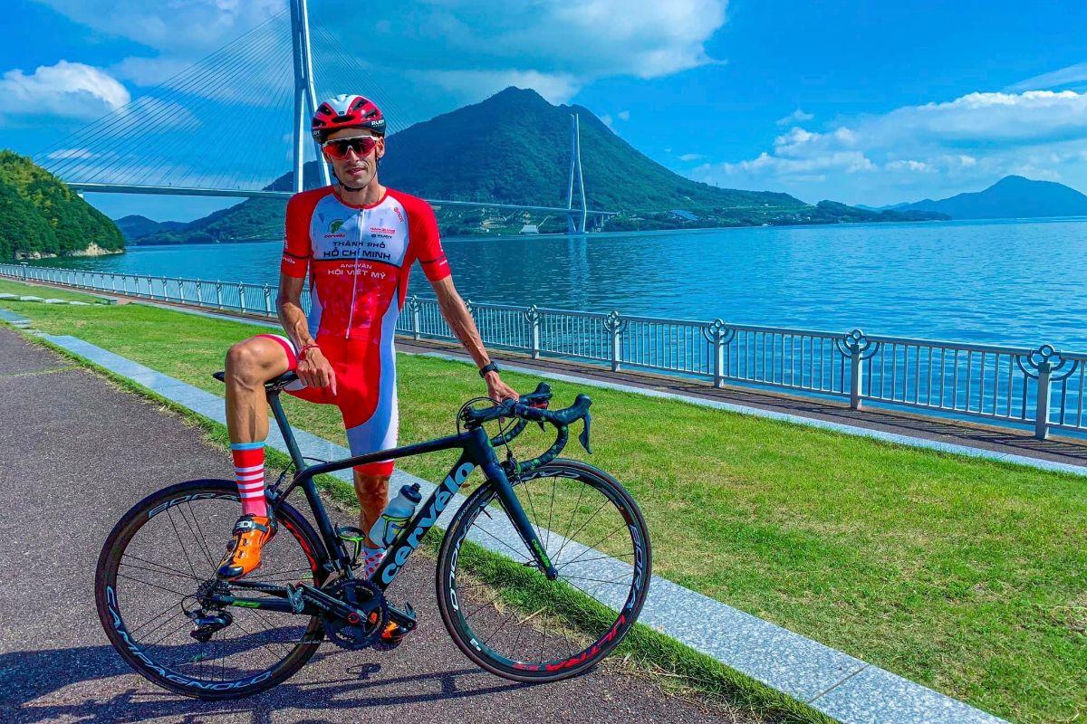 Javier Sardá, el ciclista español que corre en Vietnam.