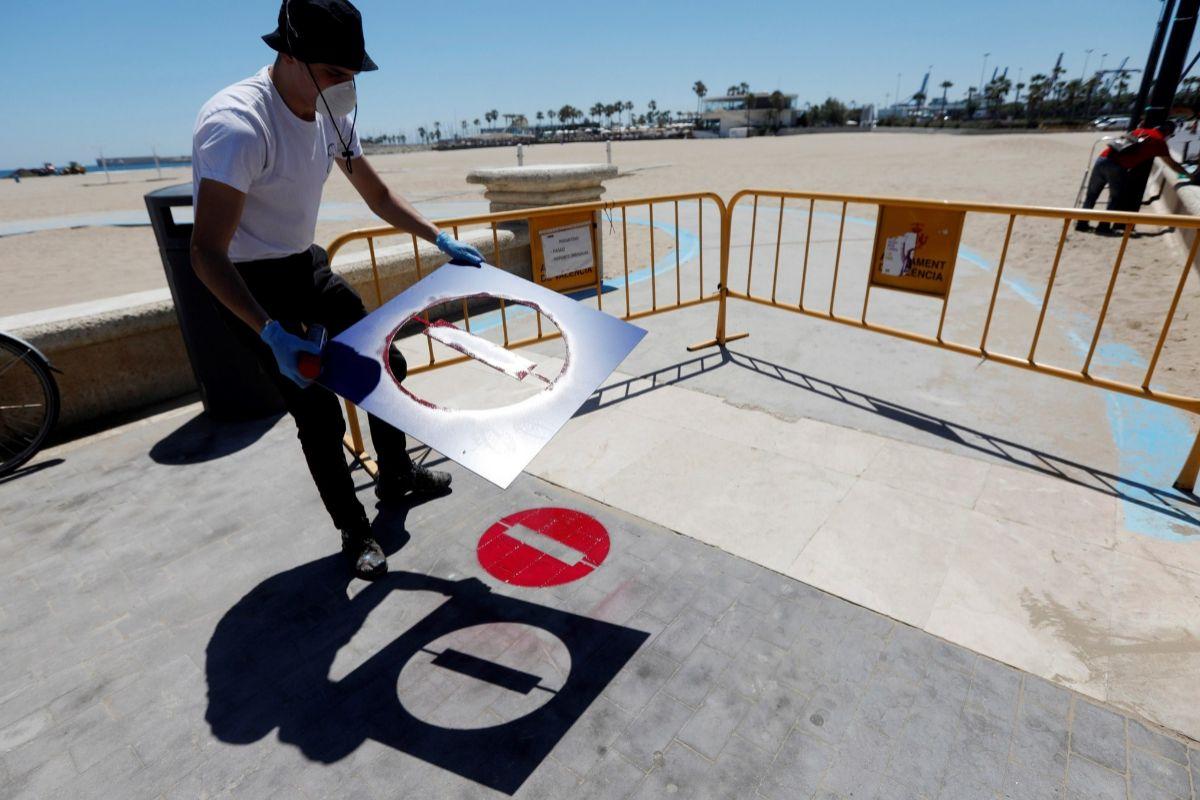 Señalizaciones para controlar el flujo de acceso a las playas.