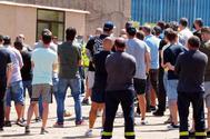 Trabajadores de Alcoa se concentran frente a la fábrica