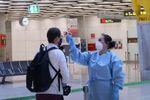 España tomará la temperatura a los turistas extranjeros y baraja hacerles test de Covid-19 en los aeropuertos