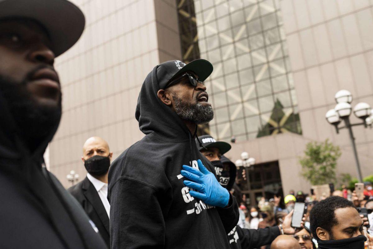 Stephen Jackson, ex jugador de la NBA y amigo de Floyd, dando un discurso en Mineápolis.
