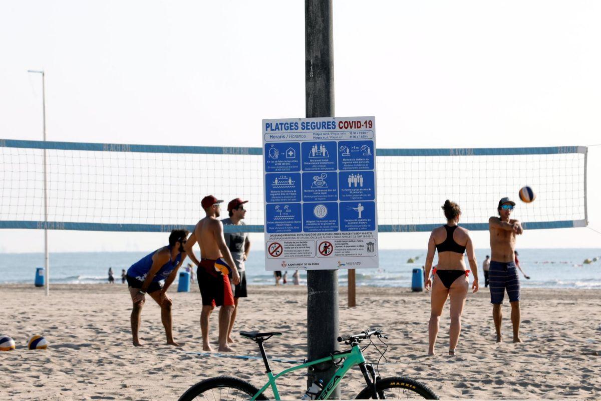 Medidas para playas seguras: del doble turno de Benidorm al kit de parcelado en Gandía