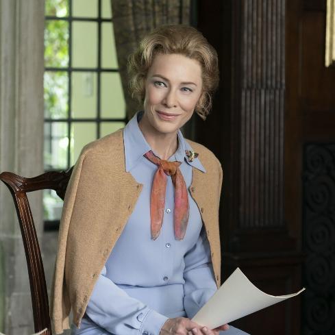 Cate Blanchett en un fotograma de 'Mrs. America' interpretando a Phyllis Schlafly