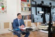 El presidente del Gobierno, Pedro Sánchez, durante una videoconferencia en el Palacio de La Moncloa.