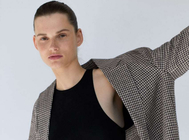 Blazer de cuadros en lino de Zara