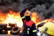Trabajadores de Alcoa protestan contra el despido de 534 empleados de la planta del grupo de aluminio en Lugo.