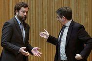 Iván Espinosa de los Monteros, de Vox, esta semana en el Congreso, con el socialista Patxi López.