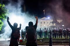 Trump se refugia en el búnker presidencial mientras crece la violencia de los disturbios raciales