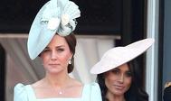 La duquesa de Cambridge y, detrás, la de Sussex.