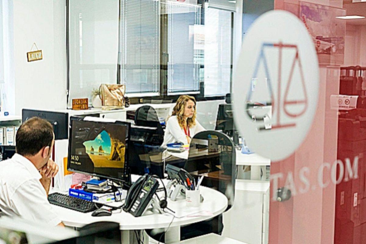 Abogados de Legálitas en las oficinas de la firma.