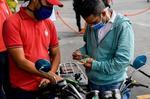 Venezuela: largas colas y primeras protestas reciben la subida de la gasolina
