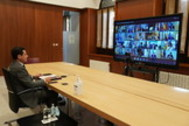 Juanma Moreno, durante la videoconferencia con los presidentes autonómicos y Pedro Sánchez.