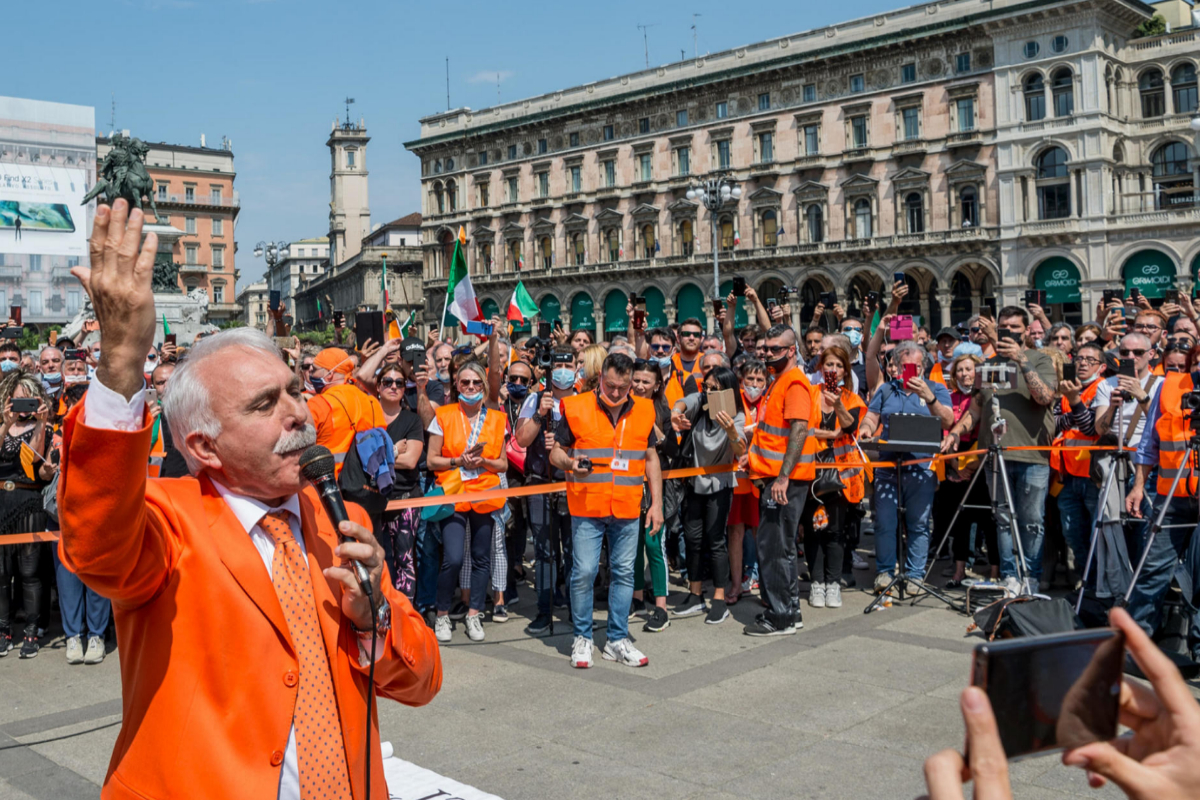 Antonio Pappalardo, líder de los chalecos naranjas, en una protesta en Milan.