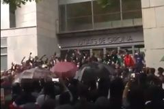 Manifestación antirracista ante los juzgados de Girona.
