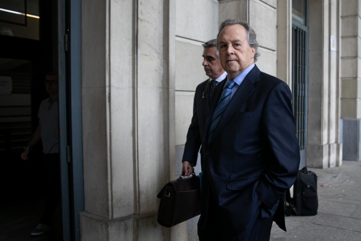 El ex presidente de Invercaria, Tomás Pérez-Sauquillo, entrando en los juzgados de Sevilla.