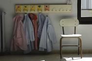 Mandilones colgados en un colegio de Infantil de Ibiza.