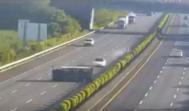 Instantes previos al choque del Tesla Model 3 contra el camión volcado.
