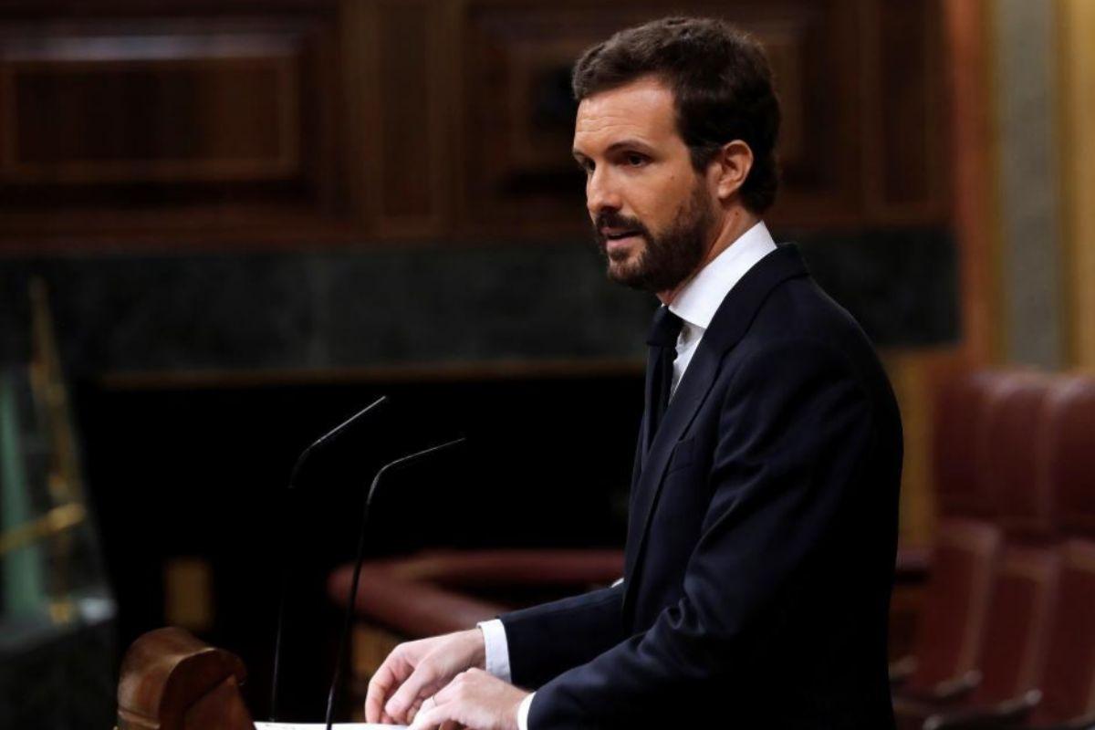 """Sánchez dibuja una gestión idílica de la pandemia y pide prorrogar la alarma mientras Casado le acusa de """"dejar el Estado en las raspas"""""""