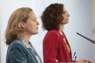 La vicepresidenta tercera de Asuntos económicos y Transformación digital, Nadia Calviño, y la ministra de Hacienda y portavoz del Gobierno, María Jesús Montero.