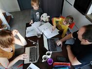 La crisis del coronavirus a ha obligado a muchas familias a teletrabajar y estudiar desde casa.