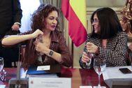 La ministra de Hacienda, María Jesús Montero, y la responsable de Función Pública, Carolina Darias, el pasado mes de febrero.