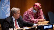USA1915. NACIONES UNIDAS (NY, EEUU), 28/05/2020.- Fotografía cedida por la ONU donde aparece su secretario general, lt;HIT gt;António lt;/HIT gt; lt;HIT gt;Guterres lt;/HIT gt;, mientras habla con la subsecretaria Amina Mohammed antes del inicio, este jueves del evento de alto nivel sobre Financiación para el desarrollo en la era de COVID-19. La ONU y decenas de líderes internacionales se comprometieron este jueves a impulsar respuestas conjuntas y solidarias ante la crisis del coronavirus, con propuestas como un amplio programa de alivio de deuda para los países que lo necesiten y la inyección de liquidez en los mercados emergentes. /ONU /SOLO USO EDITORIAL /NO VENTAS