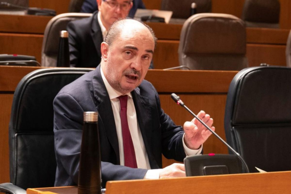 El presidente de Aragón, Javier Lambán, en un pleno en las Cortes.