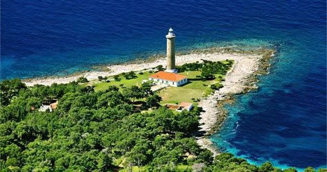 Faro de la isla de Hvar, en la costa de Croacia.