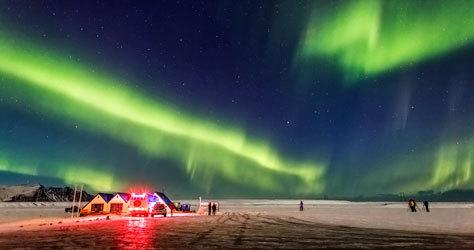 Vista de auroras boreales en Islandia.