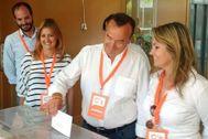 Domingo Lorenzo, junto a Cristina Fernández en una cita con las urnas.